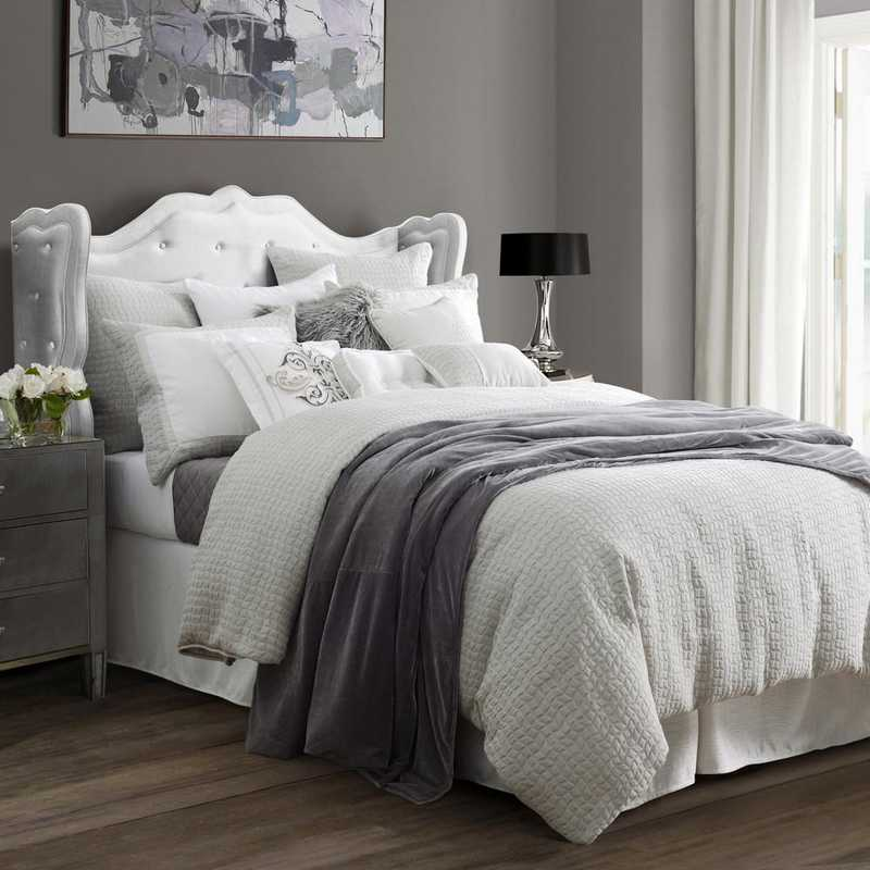 FB1615-SQ-OC: HEA 4-PC Wilshire Comforter Set - Super Queen