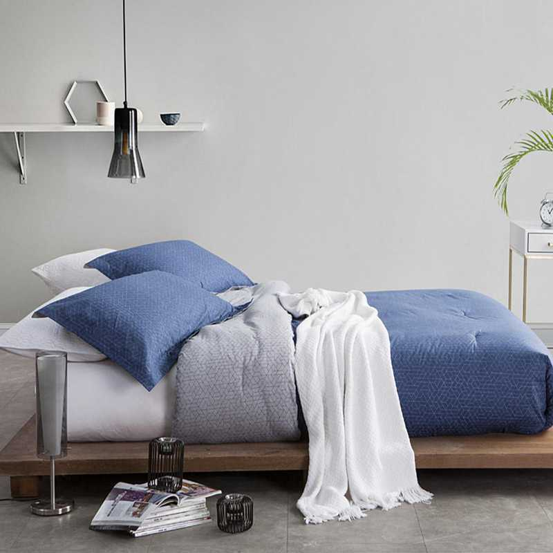 I1-CBBYB-TXL: Chisel Blue Twin XL Comforter