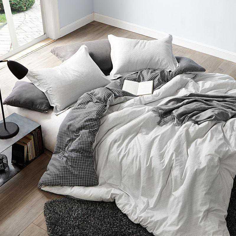 431-COMF-TXL: DormCo Contrarian - Black and White - Twin XL Dorm Comforter