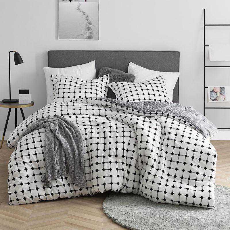 439-COMF-TXL: DormCo Moda - Black and White - Twin XL Dorm Comforter