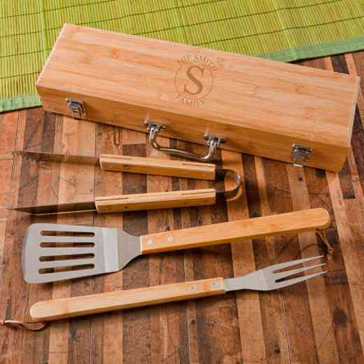 GC1477 CIRCLE: Monogrammed Grilling BBQ STW/Bamboo Case